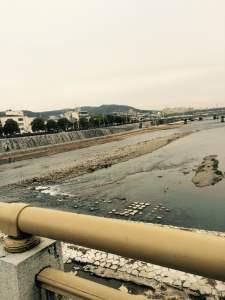 京都の占い処Key&Doorにいく途中の鴨川