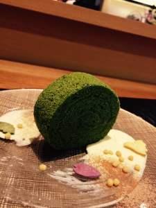 京都駅近くの人気の占いに抹茶ロールがやってくる