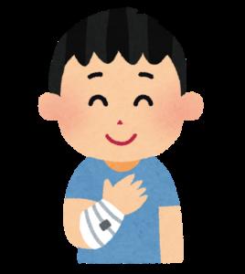 怪我をした人が手相占いのために京都駅から歩く