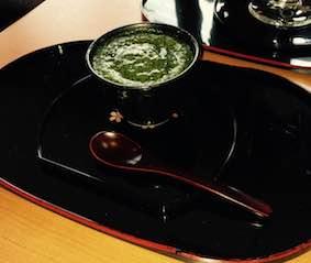 京都の東山の占い師が抹茶フォンダンショコラを食べる