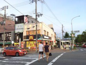 マクドナルド京阪七条店の隣の占いの店